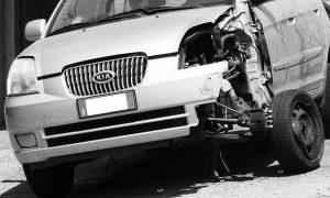 車の事故の画像