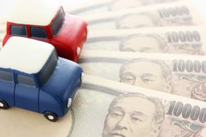 車とお金の画像