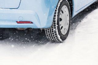 【車の冬支度】スタッドレスタイヤの交換時期は?