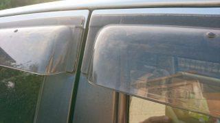 洗車時のドアバイザーの洗い方!車のバイザーを傷つけずに水垢までスッキリ