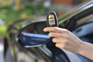 車の鍵マークが点滅!車の鍵が開かない!車のキーの電池切れと電池交換