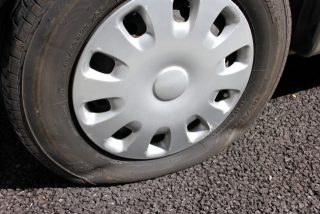 タイヤのパンクについて パンク対策とその後の対応