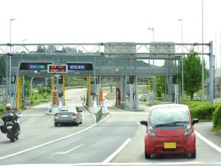 軽自動車の高速道路の速度制限は?横風対策・高速料金の違いと注意点