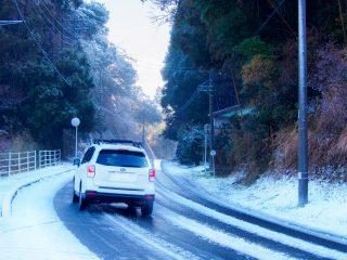 積雪に向けて車に備えたい道具のまとめ